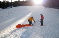 Poradnik: Młodzi narciarze na stoku tylko w kaskach